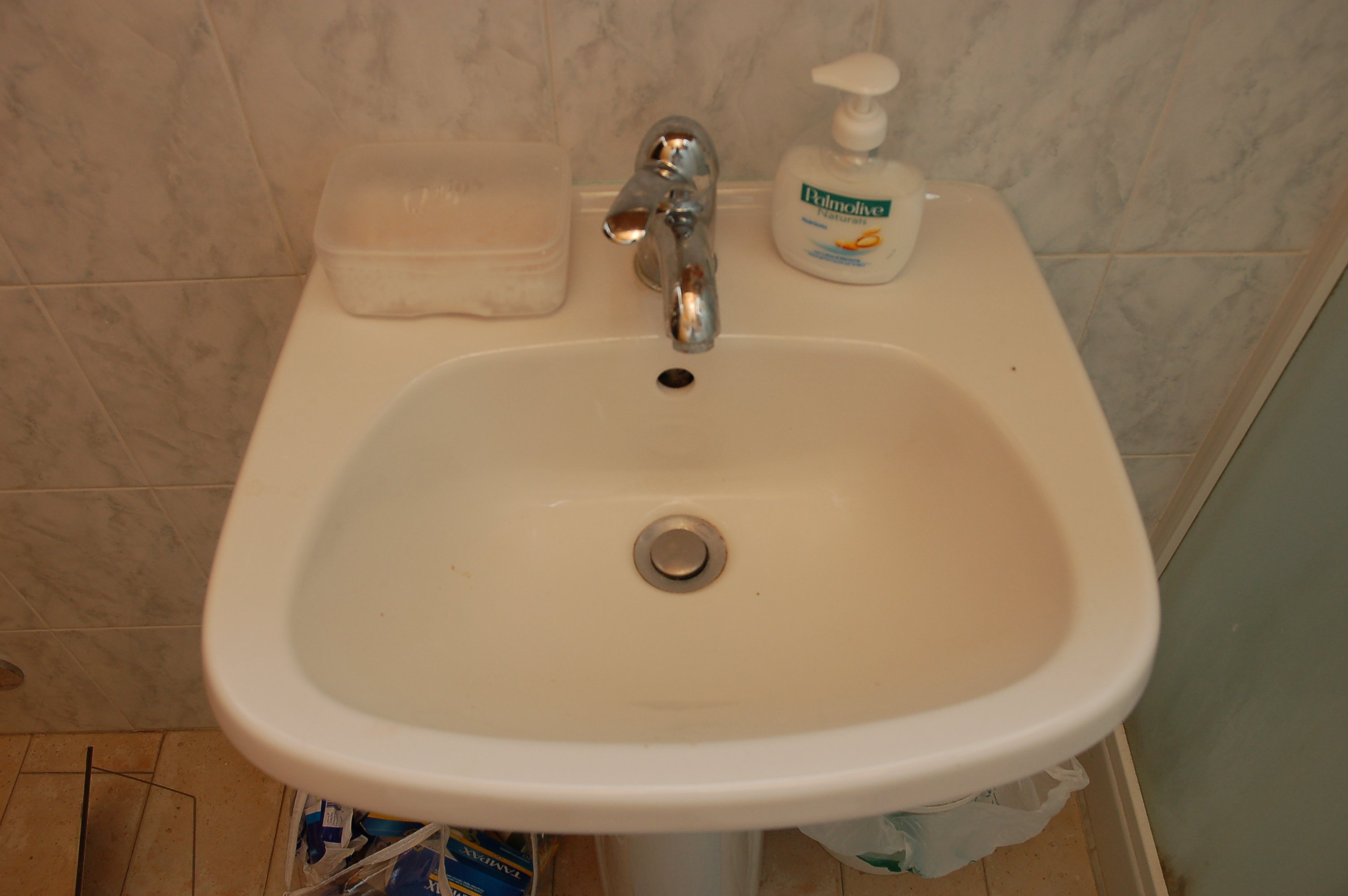 The sink with one Knox and two mixed traces. Mixed DNA   The Murder of Meredith Kercher