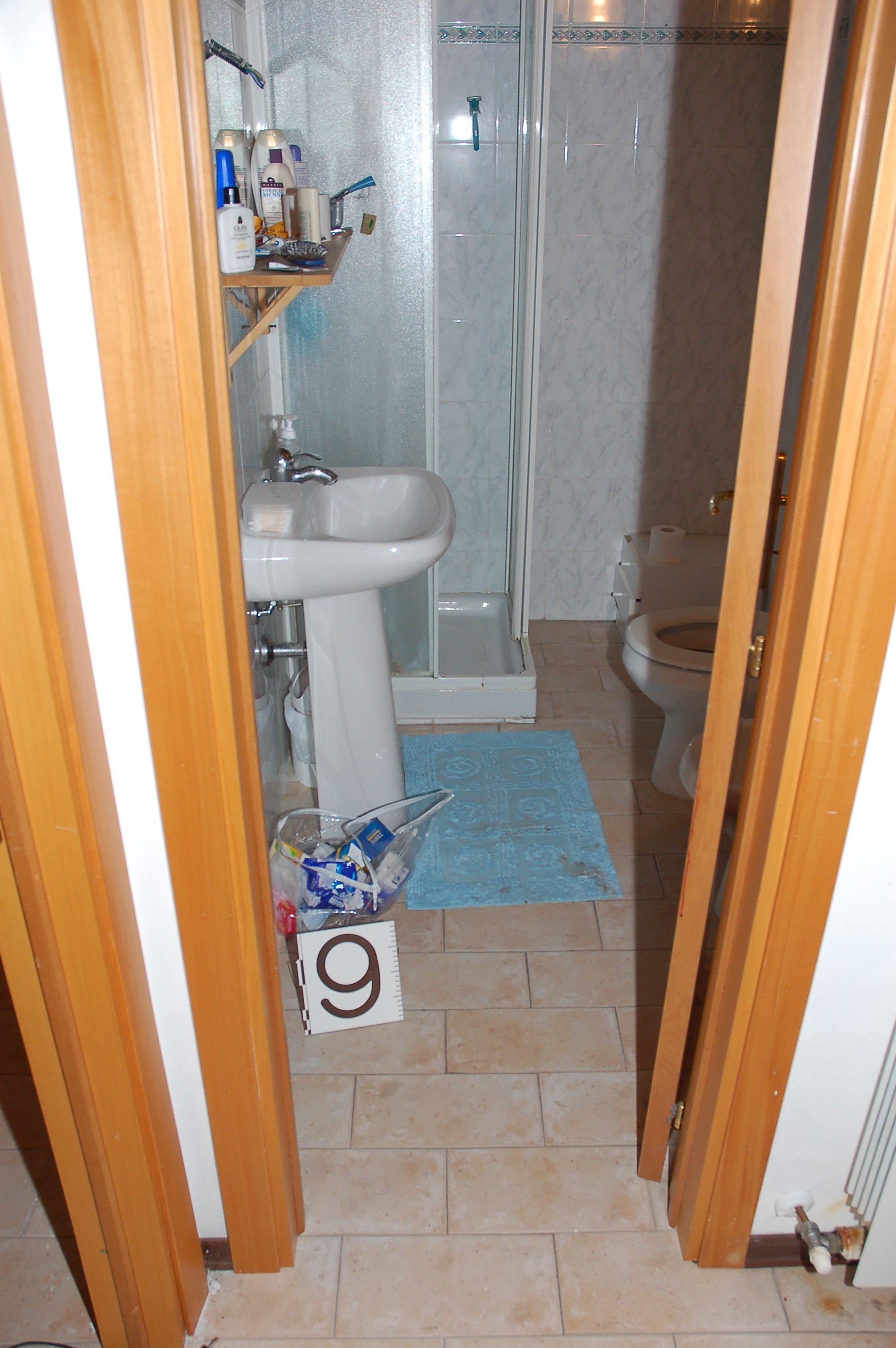 7 Via Della Pergola The Small Bathroom